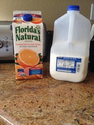 obtener el jugo de naranja y la leche de su elección