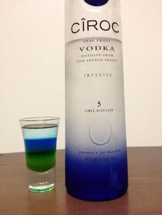 Por último, añadir en una media onza de su vodka favorito. * babea *