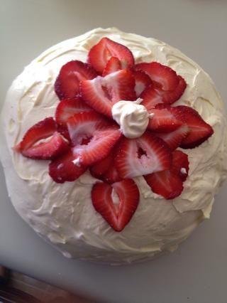 Traté de hacer una flor. No estoy seguro de si se ve como uno, pero hey,'m no cake designer.