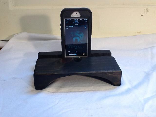 Aquí está mi nutria Box iPhone 5 atasca a Skyfall con cerca de 80 db, tan impresionante. Funciona muy bien.