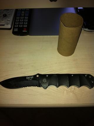 Abrir o sacar el cuchillo / utensilio de corte