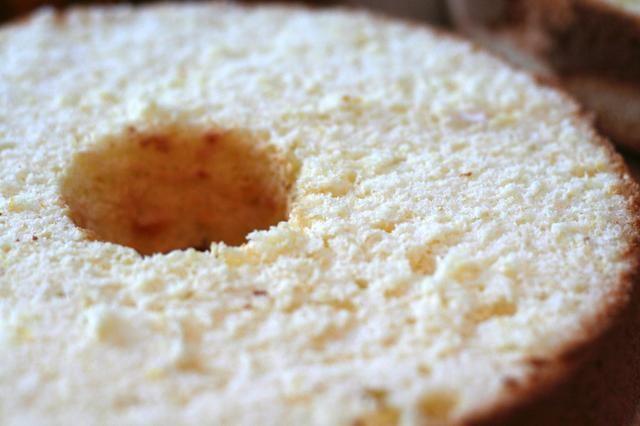 Servir pastel chiffon como es o rebanada y rellenar con el relleno deseado.