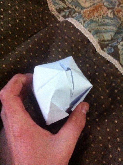 Cómo hacer un globo de Origami