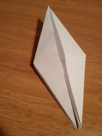 Abra el centro de los dos lados de una déjelo.