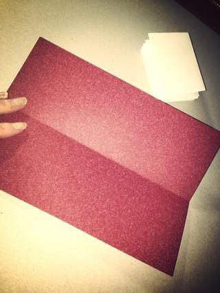 Ahora, para cubrir su frente! Obtenga su hoja A5 de papel y doblar por la mitad horizontalmente