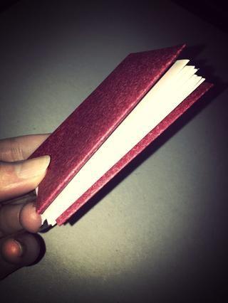 Fold juntos y su libro de origami se hace! Si decide que puede poner entre algo pesada para aplanar un poco