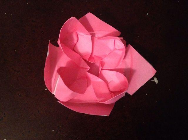 Cómo hacer una flor de loto de Origami