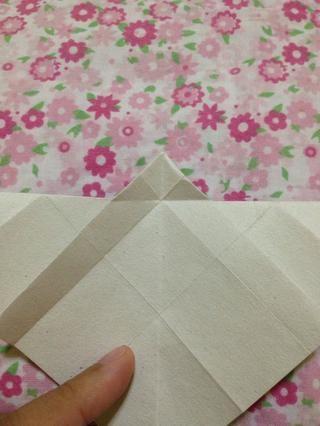 Hacer buen PLIEGUES al hacer esto origami por lo que se verá hermoso cuando terminé.