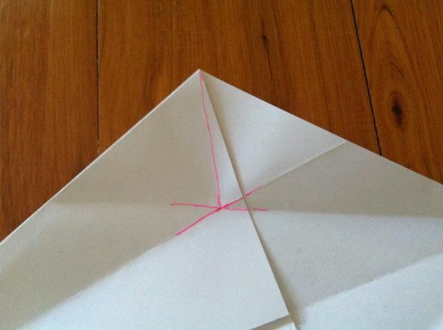 Hacer una línea imaginaria como la que yo dibujé, que's what you need to fold