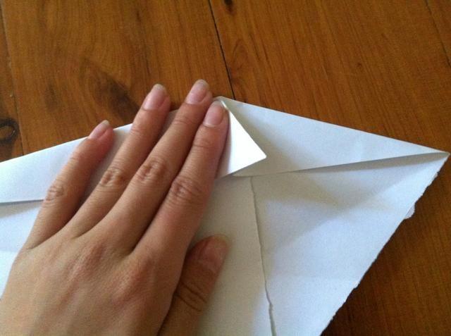 Después de doblar en una solapa, pliegue en ambos lados