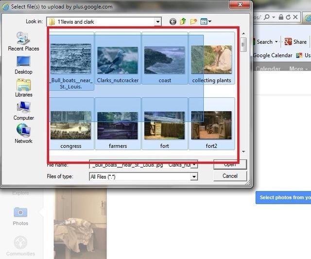 Puedes subir varias imágenes a la vez. Haga clic en el botón derecho del ratón y tecla de mayúsculas (todo al mismo tiempo). Arrastre el cuadrado azul sobre todas las imágenes que desea cargar.