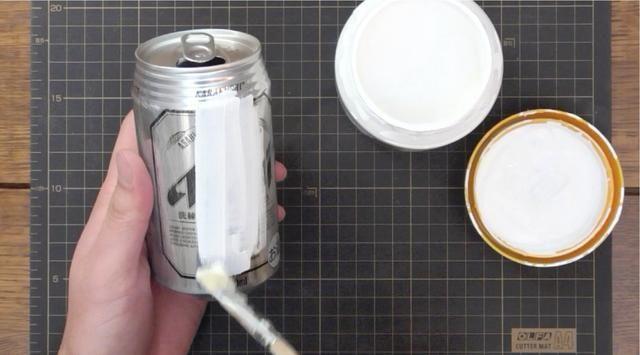 Pintar la mano interior.
