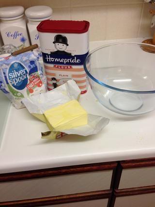 Para hacer el crumble asegúrese de mantequilla a temperatura ambiente.