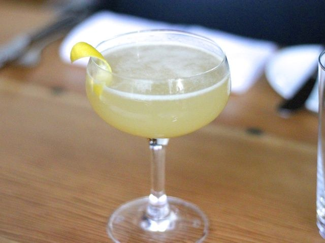 Cómo hacer AQ SF's Scotch & Oat-Infused Honey Cocktail Recipe
