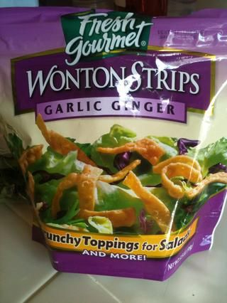 Estos son tiras de wonton que son ideales para ensaladas asiáticas.