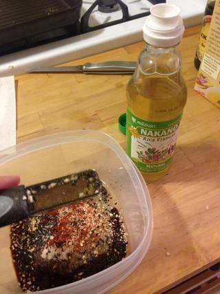 Añadir 1 cucharada de vinagre de arroz.