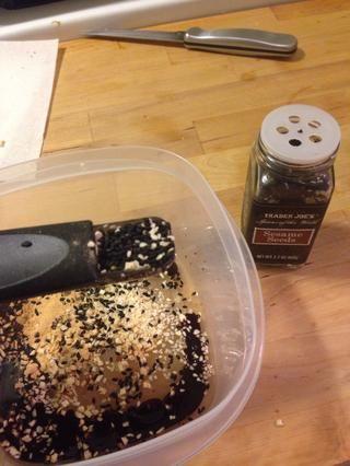 Añadir media cucharada de semillas de sésamo.