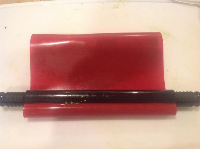 Sushi roll que usa el rodillo (siga las instrucciones de rodillo)