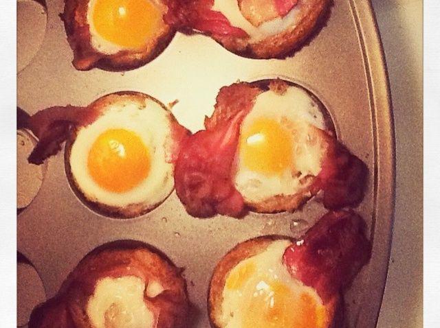 Cómo hacer tocino Huevo Toast Copas Receta