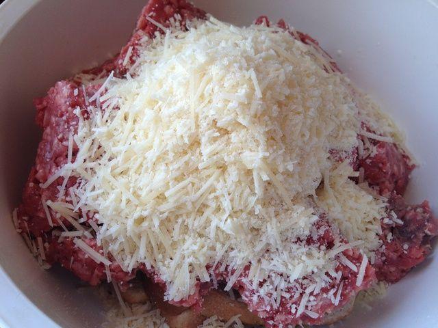 Añadir el queso parmesano, junto con la sal y pimienta