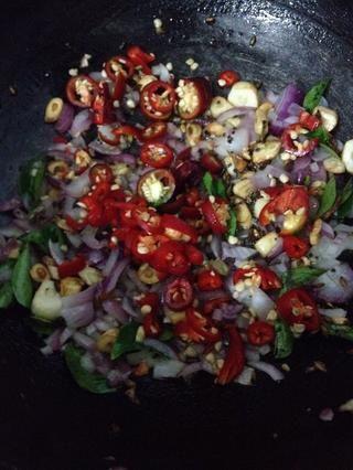 Añadir rojos o verdes de chile ambas obras