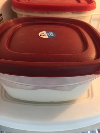 Coloque el helado en el congelador hasta que esté listo para su uso.