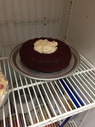 Coloque el Alaska en el congelador hasta que finalice el merengue.