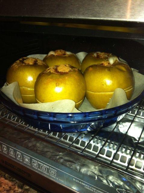 Cómo hacer manzanas al horno pacanas, pasas y miel Receta