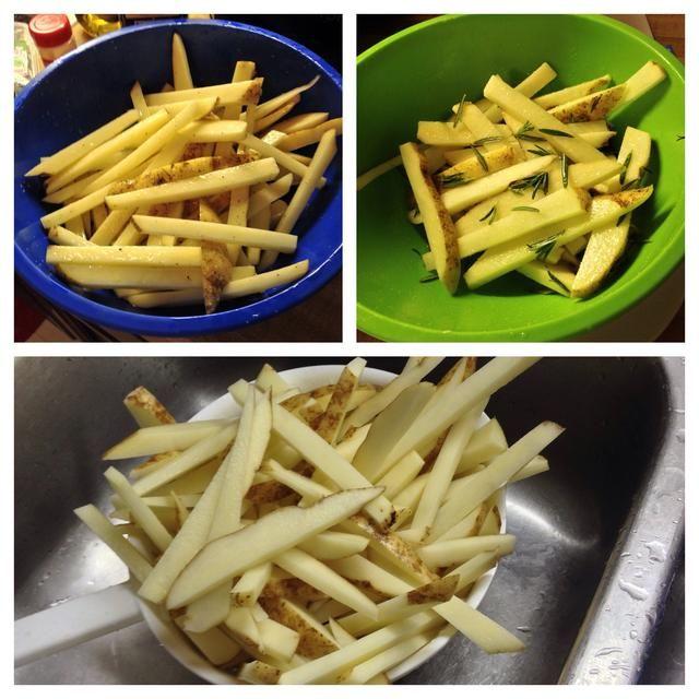 Escurrir las patatas y luego puesto en cuencos para mezclar con las especias. Hice sal y pimienta papas fritas en un tazón de fuente y el romero y el ajo en la otra. Yo estaba bastante generoso con mis aromas especias- a su gusto.