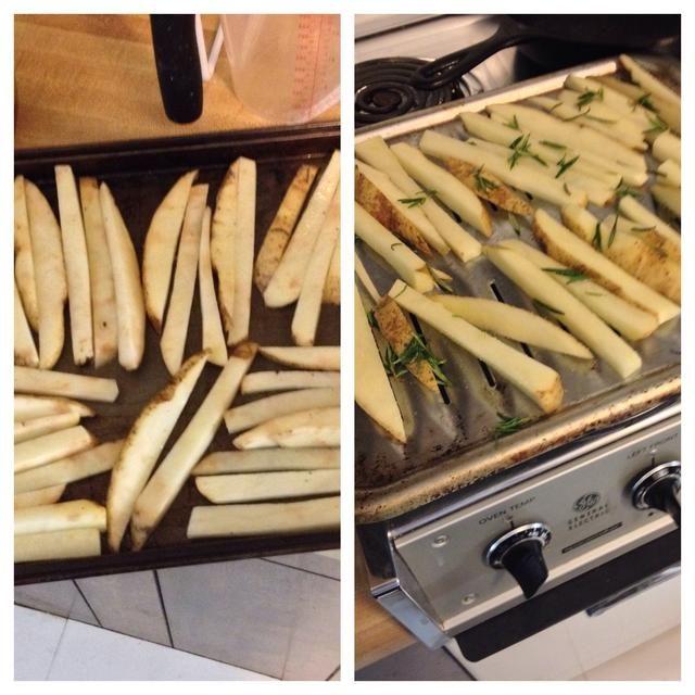 Rocíe aerosol antiadherente si se utiliza una bandeja de horno lo contrario las papas fritas se pegarán.