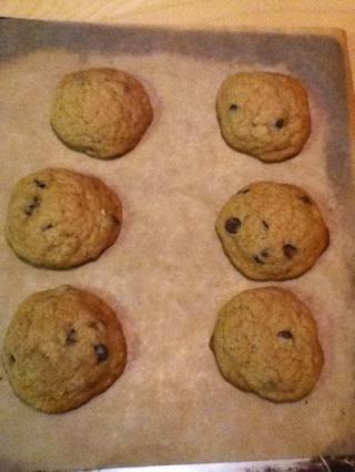 Retire las galletas del horno. Deben estar hinchada y mirar un poco menos al horno.