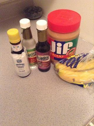 Aquí están todos los ingredientes que se van a utilizar .. Ver lo poco y que realmente sólo necesitan 1 - los plátanos lol pero yo quería al jazz encima de un pedacito