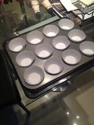 Alinear el molde para muffins.