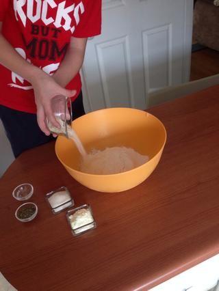 Añadir 3 cucharadas de queso parmesano