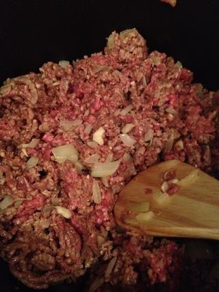 Añadir la carne picada un marrón