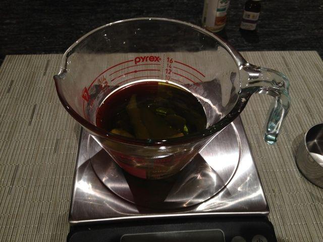 Añadir 1 taza de aceite de oliva ecológico.