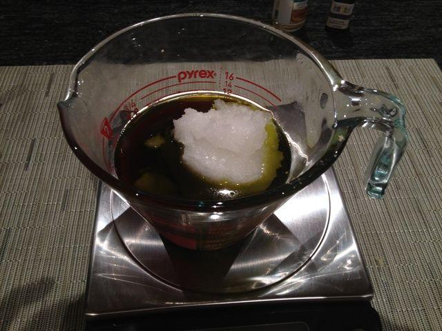 Añadir media taza de aceite de coco orgánico.