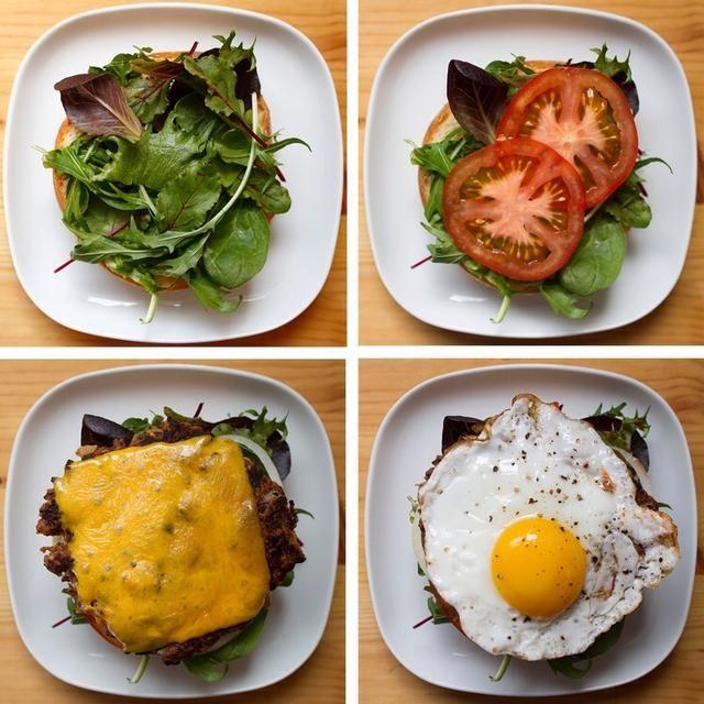 Añadir frescos verdes, queso cheddar, tomate, cebolla, y posible incluso un huevo frito!