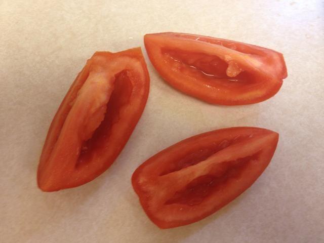 Estos son de espesor. ¿Quieres entre 1-1 / 2 a 2 tazas de tomates cortados en cubitos.