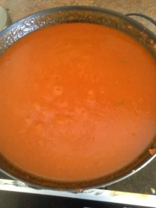 Deje que la salsa hierva a fuego lento durante 8 minutos. Esto permitirá que la salsa espese