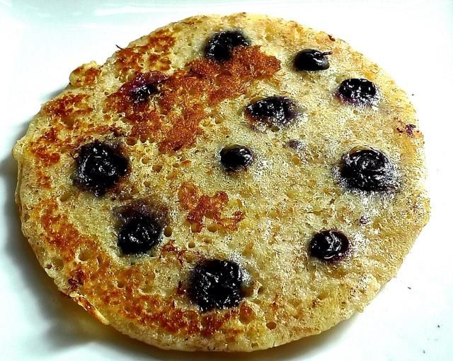 Y tú're done. Easy, fluffy, tangy blueberry pancakes hot from the pan. Please access my blog: huangkitchen.blogspot.com for further details.