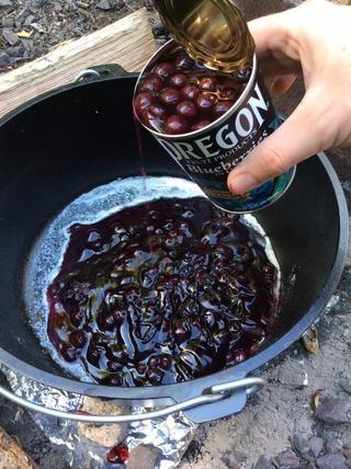 Añadir la lata de arándanos con el jugo incluido.