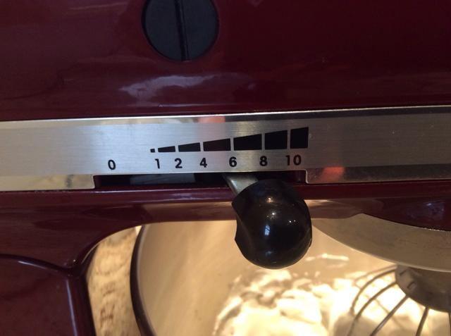 A continuación, cambie el ajuste a 7 (medio) y batir por otros 3 minutos.
