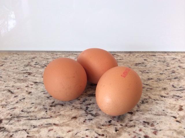 3 huevos a temperatura ambiente (100 g claras de huevo)