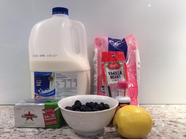 Reúna sus ingredientes para la formación de hielo y relleno para los macarons.