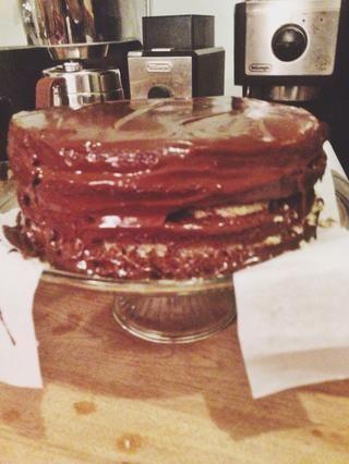 Refrigere 1 hora antes de servir. Guarde el pastel en un recipiente en el refrigerador hasta 7 días.