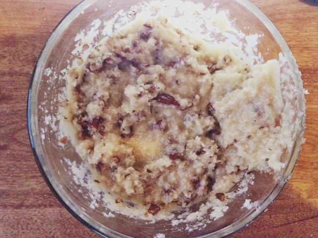 Enfriar a temperatura ambiente, y luego añada el coco y pacanas.