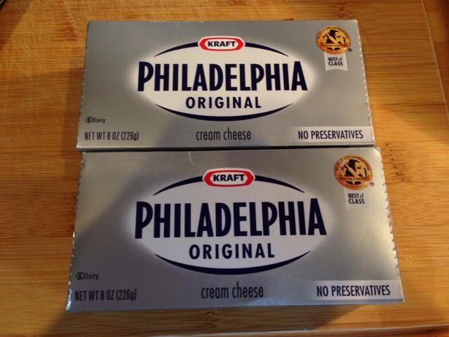 Publicar su crema de queso de manera que llegue a temperatura ambiente ... mucho más fácil trabajar con después de que se suaviza un poco.