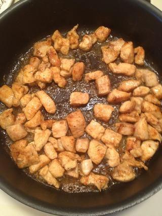 Ah agradable y marrón. Después de todo el pollo ha sido dore los puso en un lado y mantener el calor.