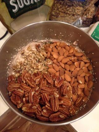 Yo cuadruplicado la receta de la Navidad, así que añadió unas 12 tazas de nueces!